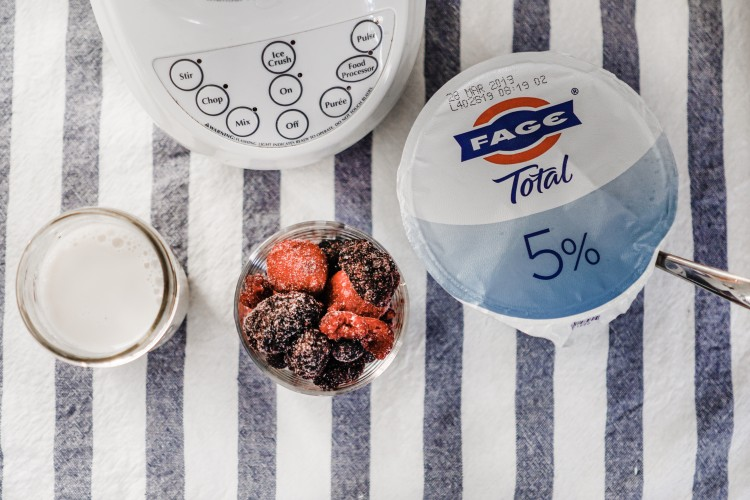 fage yogurt berry smoothie recipe - takes 3 minutes to make in the AM and only 4 ingredients