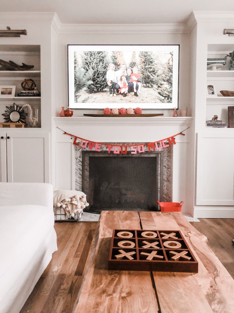 love this simple and classic Valentine's Day mantle