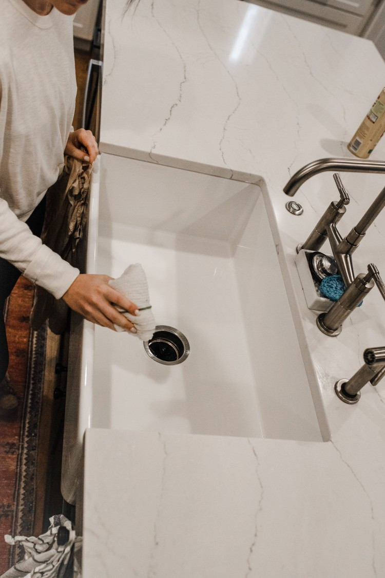 the easy way to clean a white sink