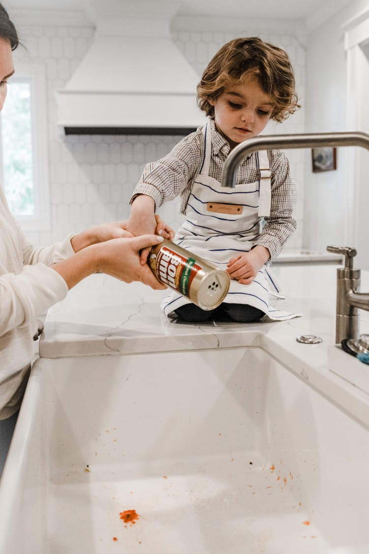 white farmhouse sink cleaning tips