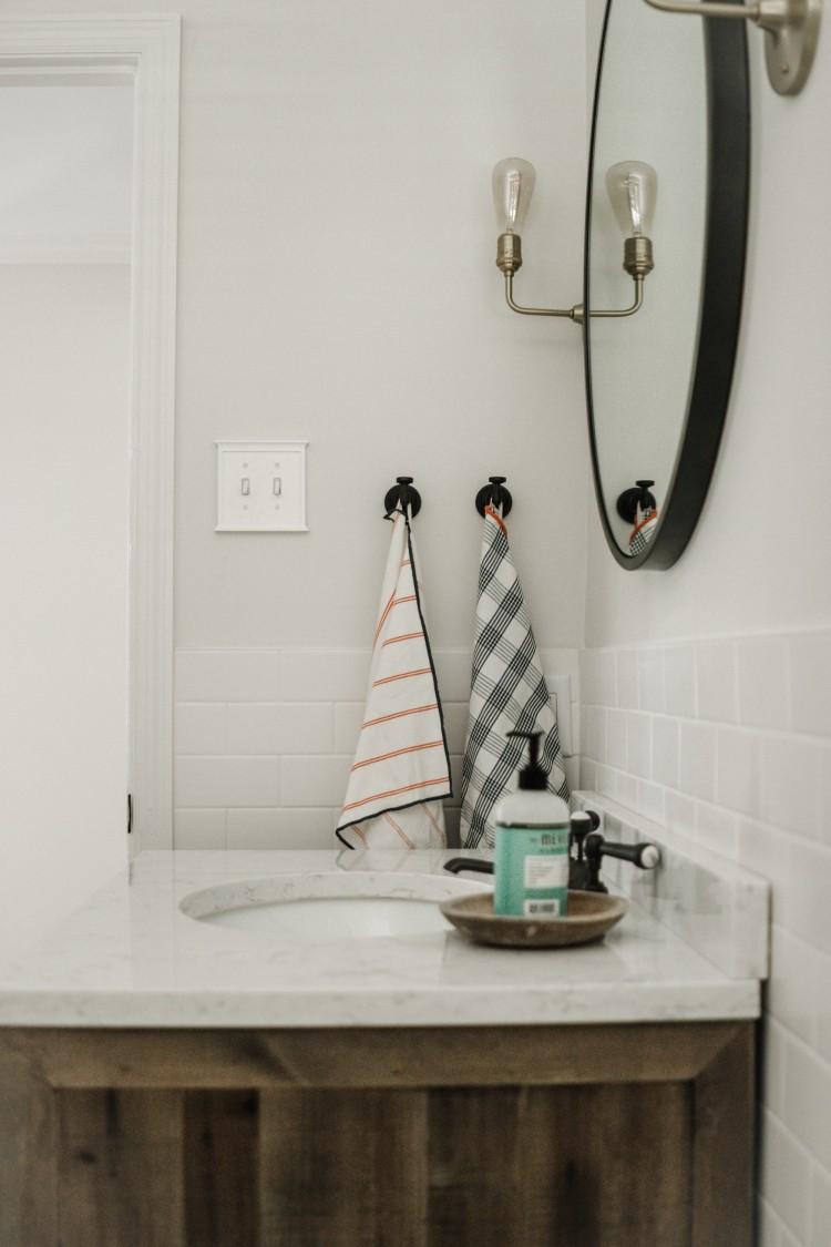 half bathroom inspiration - this bright half bath is soo pretty!