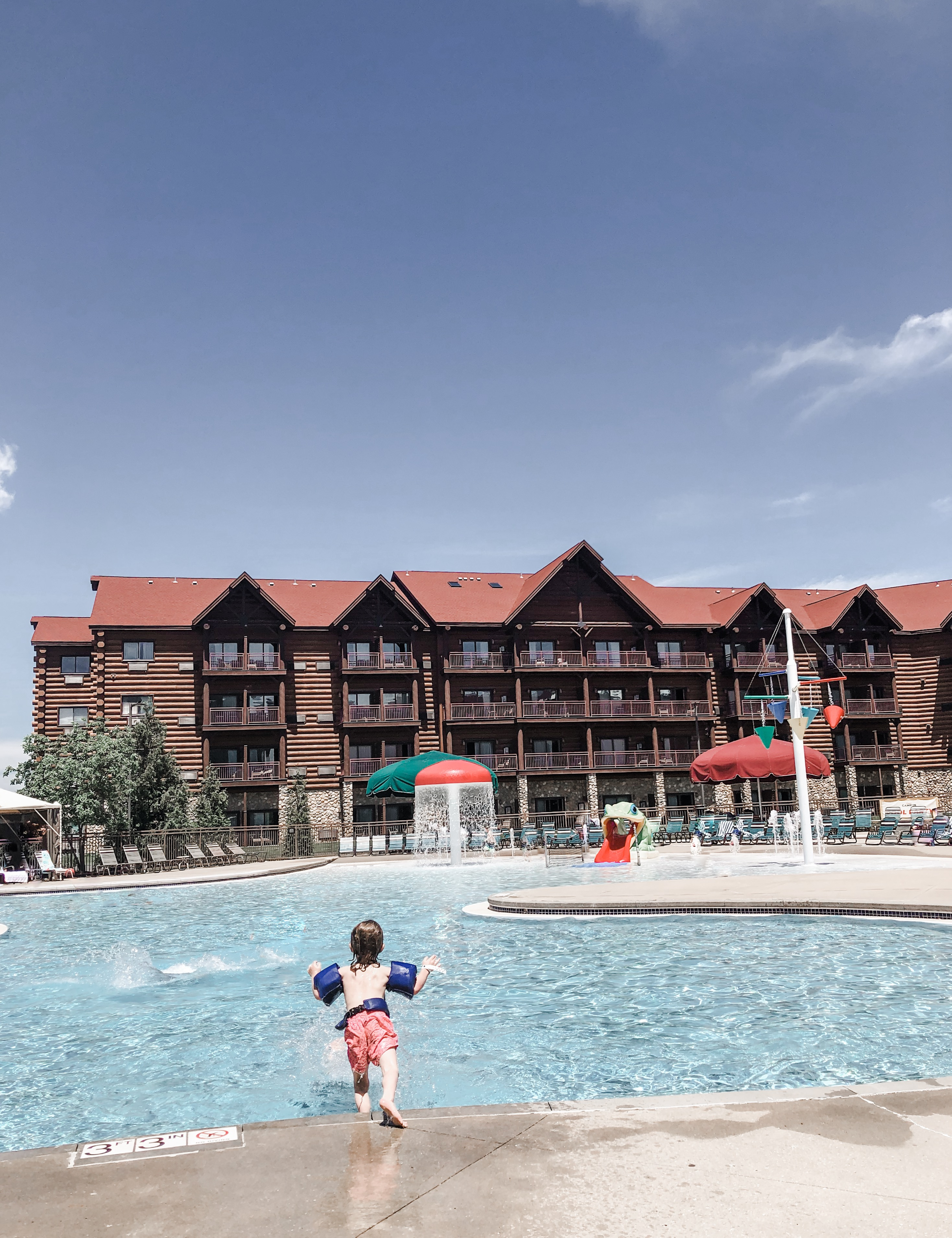 outdoor pool at Great Wolf Lodge in Kansas City