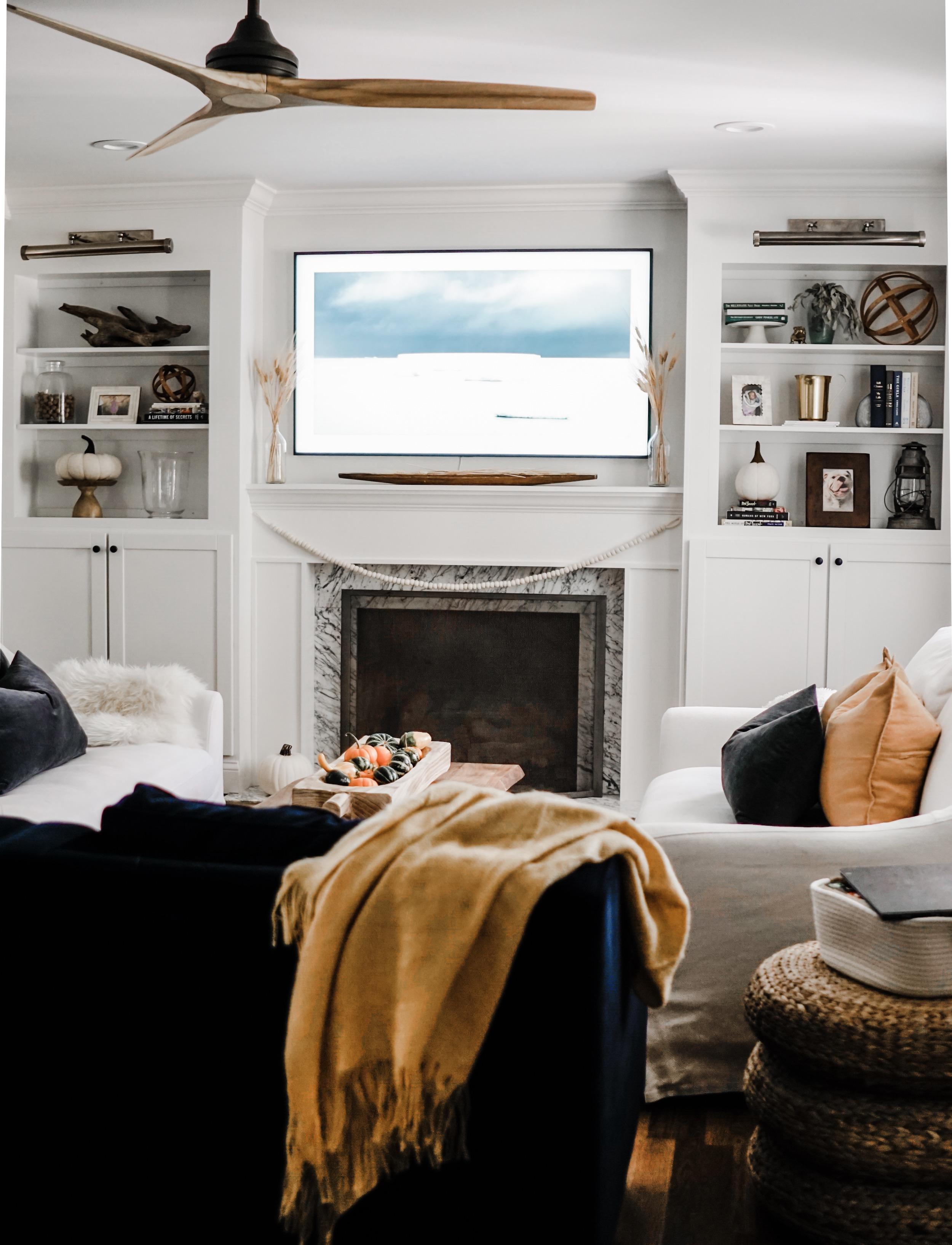 fall decor inspiration - Fall decor for built-ins // fall living room decor idea