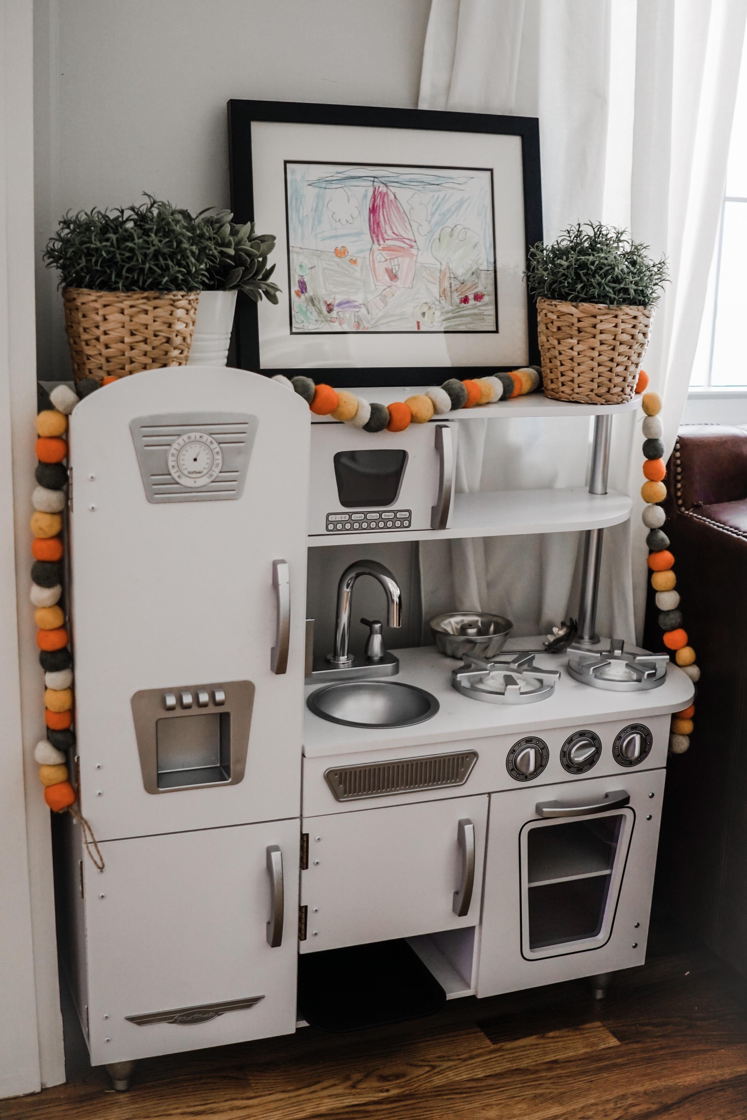 fall decor inspiration - love this garland for a pop of color // fall playroom decor idea