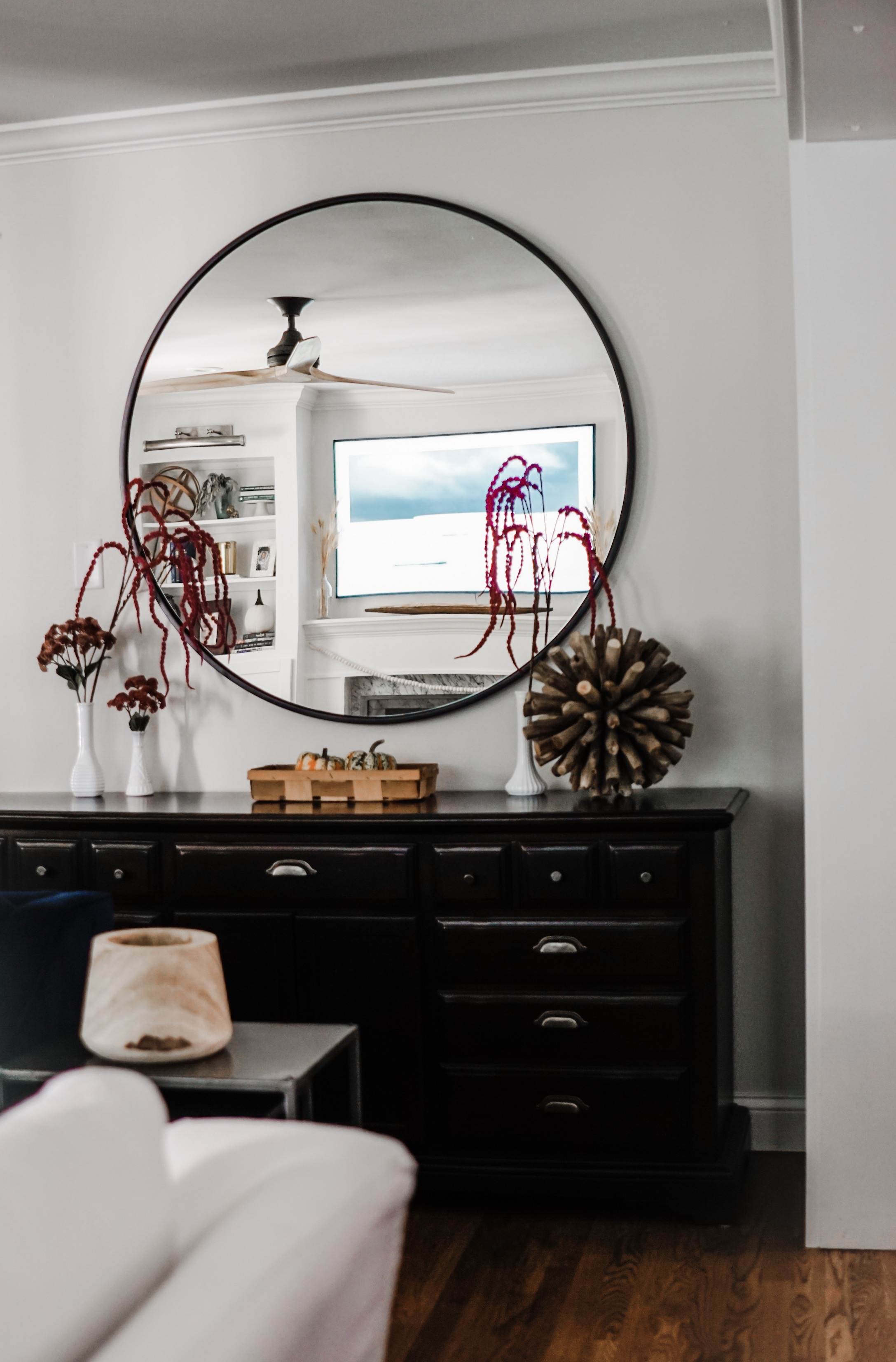 fall decor inspiration - Love the large mirror // fall living room decor idea