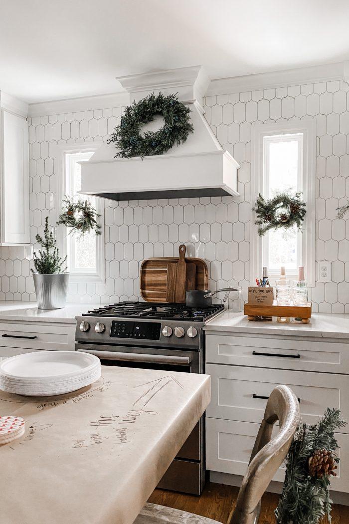 12 Holiday Hosting Tips & Tricks